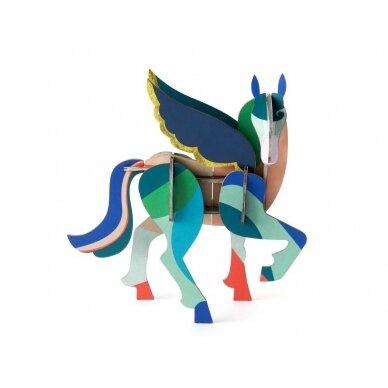 """Studio ROOF totemas iš perdirbto kartono ,,Pegasus"""""""