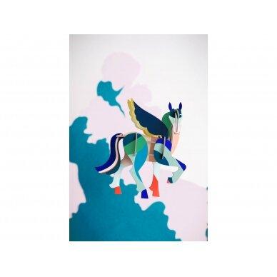 """Studio ROOF totemas iš perdirbto kartono ,,Pegasus"""" 2"""